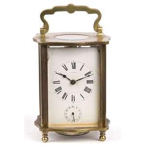Carriage clock, com despertador. Caixa de bronze, mostrador com pequena fissura. <br />11 cm de altura. França, séc. XIX.