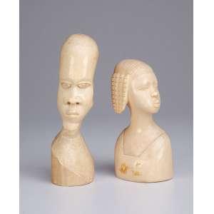 Escultura de marfim. Casal de africanos. 18 e 15 cm de altura. África, séc. XX.