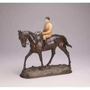 FIOT, Maximilien Louis<br />Cavalo e seu jockey. Escultura de bronze com policromia. Assinada na base. M. Fiot. <br />34 x 36 cm de altura. Europa, séc. XIX/XX.