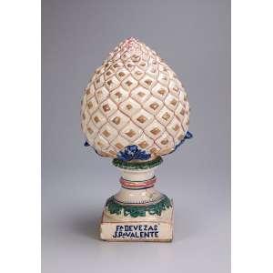 Pinha de louça branca, formato de abacaxi. Devezas. J. P. Valente - Porto. <br />42 cm de altura. Portugal, séc. XIX.