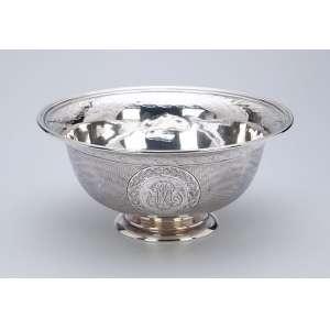 Bowl de prata de Odiot, decorada externamente com guillochis e a inicial M em duas reservas. <br />Internamente na aba barrado com friso e folhas. 18,5 cm de diâmetro x 8,5 cm de altura.<br />Na base a marca Odiot / Paris. França, séc. XX.