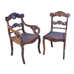 Magnífico conjunto de 10 cadeiras e duas poltronas de jacarandá, estilo império. <br />Assento de palhinha. 94 cm de altura. Brasil, séc. XIX.