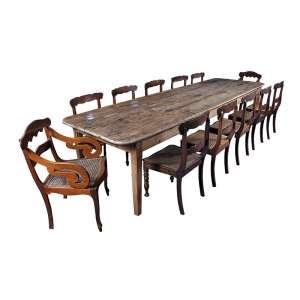 Mesa colonial brasileira para sala de jantar, madeira encerada. Linhas retas.<br />330 x 95 x 78 cm de altura. Séc. XIX.