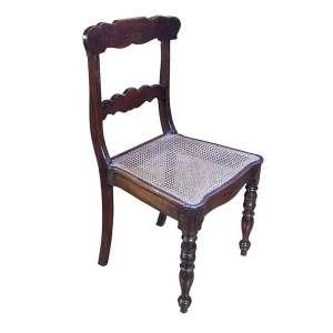 Conjunto de 10 cadeiras com espaldar recortado e vazado. Assento de palhinha. <br />Pernas dianteiras torneadas. 90 cm de altura. Brasil, séc. XIX.