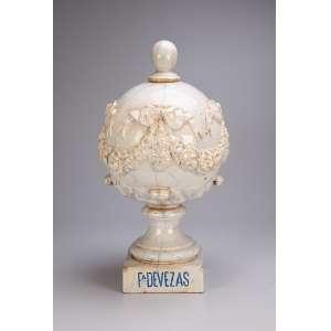 Pinha globular branca e marmorizada F. Devezas. J. P. Valente. <br />55 cm. Portugal, séc. XIX.