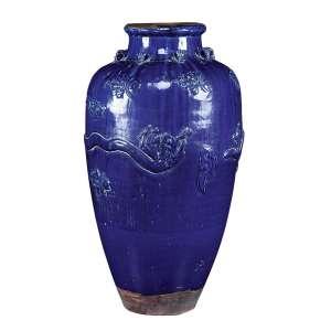 Grande jarro de cerâmica monocrômica azul, ovóide, ornamentação envoltória em relevo retratando dragão e flores. - 80 cm de altura. - China, Dinastia Qing.