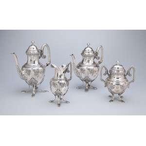Serviço para chá e café de prata repuxada e cinzelada, decoração neoclássica, composto de bule para chá, bule para café, leiteira e açucareiro. Contraste da prata portuguesa da cidade do Porto em uso entre 1887 a 1938.