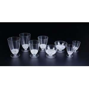 LALIQUE, René<br />Remanescente de serviço de cristal modelo Nippon criado em 1930. Composto de oito taças para água, oito para vinho tinto, quatro para vinho branco, oito para champagne e 12 para vinho do Porto, totalizando 40 peças.França, séc. XX.