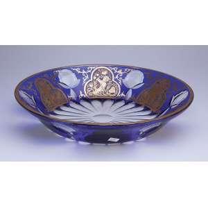 Fruteira de cristal overlay azul com seis reservas com figuras de anjos em douração. - 34 cm de diâmetro. - Bohemia, séc. XIX.