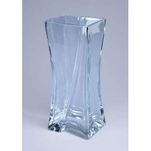 Vaso de cristal translúcido, formato quadrangular. - 29,5 cm de altura. - Europa, séc. XX.