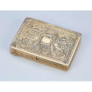 Fina caixa de prata banhada a ouro. Tampa decorada com arbustos e ânfora com flores. - 7,5 x 5,5 cm. - França, séc. XIX.