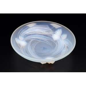 Travessa circular e funda de vidro moulé-pressé e opalescente. Decorada com flor de lótus em relevo. - 23 cm de diâmetro. - Assinada Etling - France. Circa 1930.
