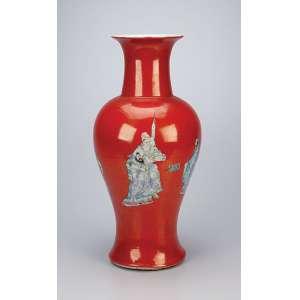 Vaso de porcelana Cia das Índias decorado com pintura de figuras orientais sobre fundo rouge-de-fer. <br />44,5 cm de altura. China, séc. XVIII.