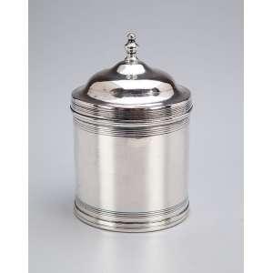 Pequena âmbula de prata repuxada. - 7,5 cm de diâmetro x 11,5 cm de altura. - Pseudo contraste para a cidade de Lisboa, usado no Brasil na segunda metade do séc. XIX.