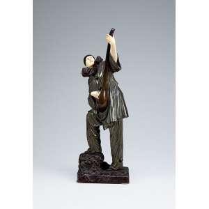 CHIPARUS, Demétre - Pierrot.<br />Escultura de bronze patinado e marfim sobre base de bronze. 42 cm de altura. <br />Assinado na base. França, circa 1930. <br />Reproduzido em Art Deco end other Figures, de Bryan Catley, pág. 76.