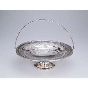Cesto circular, fenestrado, com alça basculante, de metal prateado inglês. - 28 cm de diâmetro. - Séc. XX.