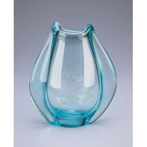 Pequeno vaso de cristal azulado. - 17 cm de altura. - Europa, séc. XX.