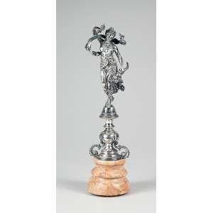 Grande paliteiro de prata, figura feminina portando cornucópia sobre base de mármore. <br />(provável adaptação). 34 cm de altura total.<br />Base: de 2.000 por 1.400