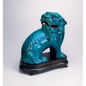 Quimera. Estatueta de porcelana, com esmaltagem monocrômica, azul. 27 cm de altura. <br />China, Qing Daoguang (1821-1850).<br />Base de 6.000 por 4.000