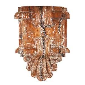 Florão de madeira com vestígios de pátina, decoração barroca com grande concha. <br />101 x 75 cm. Brasil, séc. XVIII/XIX.<br />Base: de 4.000 por 3.000