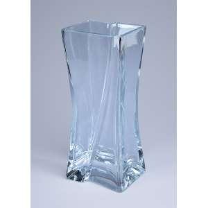 Vaso de cristal translúcido, formato quadrangular. 29,5 cm de altura. Europa, séc. XX.<br />Base de 250 por 150