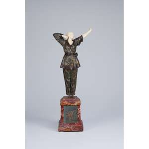 CHIPARUS, Demetre Pajama Girl. Escultura de bronze e marfim sobre base de mármore com placa de bronze. 49 cm de altura. Assinada na base. Reproduzida em Master of Art Deco, de Alberto Shayo, pág. 72 e Art Deco Sculpture, de Victor Arwas, pág. 65.