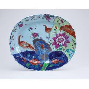 Rara travessa de porcelana Cia das Índias, ovalada, decoração Folha de Tabaco com a fênix. 41 x 35 cm. China, Qing Qianlong (1736-1795).