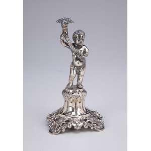Paliteiro de prata portuguesa repuxada, cinzelada. Cupido com cornucópia sobre base quadrangular e fenestrada entre flores. 17,5 cm de altura. Porto meados do séc. XIX.