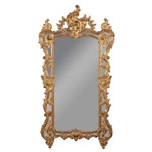 Requintado espelho com moldura de madeira entalhada e dourada estilizando galhos recurvos entre flores e encimado por lamisco. 88 x 180 cm de altura. França, séc. XVIII.
