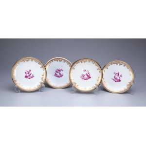 Conjunto de quatro pratos para sobremesa, porcelana de Sèvres e prata francesa com vermeil. Na caldeira pintura de pássaros. Marca da manufatura de Sèvres e na prata a cabeça de Minerva. 16,5 cm de diâmetro. França, séc. XIX.
