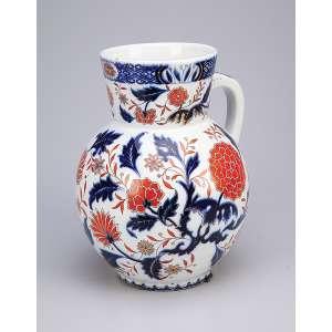 Grande jarra de cerâmica policromada, decoração de inspiração chinnoiserie com peônias e crisântemos em azul e rouge-de-fér. 29 cm de altura. Séc. XIX. (pequeno defeito na base).