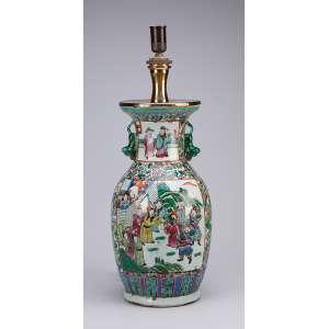 Vaso de porcelana policromada, decoração cantão mandarim. 38 cm de altura. Adaptado para abajur. China, séc. XIX.