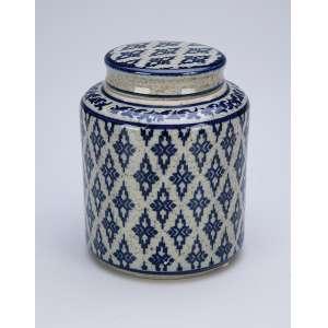 Pequeno pote com tampa de cerâmica decorado, com elementos repetitivos em azul sobre fundo cinza. 12 cm de altura. China, séc. XX.