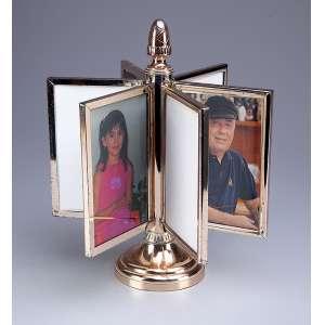 Porta-retratos de metal dourado, coluna com encaixe para seis retratos com sistema gira-gira. <br />27 cm de altura, o suporte e 10,5 x 15 cm cada, porta-retrato. Brasil, séc. XX.