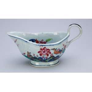 Molheira de porcelana Cia das Índias, policromada, conhecida como decoração Folha de Chá. <br />20 x 10 x 11 cm de altura. China, séc. XVIII.
