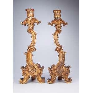 Par de tocheiros de altar, de madeira entalhada e dourada. <br />67 cm de altura. Brasil, séc. XIX.