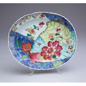 Pequena travessa de porcelana Cia das Índias, decoração Folha de Tabaco. <br />21 x 18 cm. China, Qing Qianlong (1736-1795).