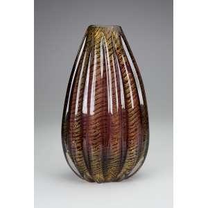 ERCOLE BAROVIER <br />Elegante vaso de vidro de Murano, cônico, bojo com caneluras verticais em tom de <br />marrom com inserções de pó de ouro. 32 cm de altura. Itália, déc. de 60.