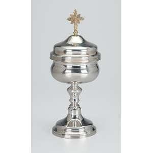 Âmbula de prata repuxada e lisa, internamente em vermeil, tampa encimada por cruz. <br />25 cm de altura. Brasil ou Portugal, séc. XIX.