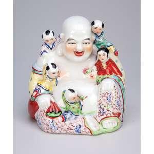 Buda e seus adoradores, estatueta de porcelana policromada. <br />16 cm de altura. China, séc. XIX.