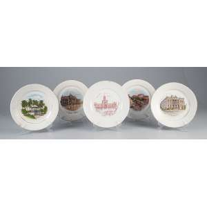 Conjunto de cinco pratos de louça, decorados com paisagens iconográficas brasileiras. <br />20 cm de diâmetro. Diversas manufaturas. Brasil, séc. XX.