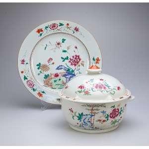 Sopeira e travessa de porcelana Cia das Índias, Família Rosa. 35 cm de diâmetro, a travessa <br />e 23,5 cm, a sopeira. China, séc. XVIII.