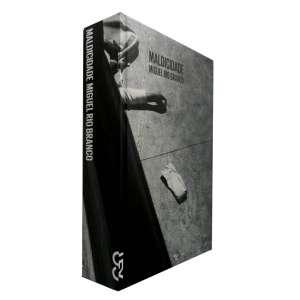 MIGUEL RIO BRANCO - Livro totalmente ilustrado com 207 fotografias reproduzidas do fotógrafo, que retrata nesta série, o mal da cidade.<br />1070g; 22x16 cm; 414 págs.; capa dura