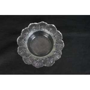 Bowl em vidro Lalique redondo com folhas na borda. 6 cm de alt e 22 de diâm.