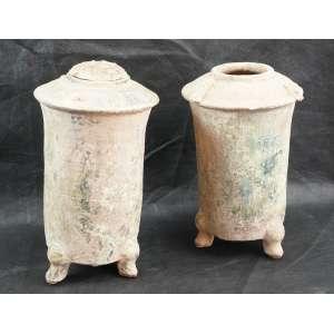 Par de potes para grão de cerâmica esmaltada Pearlescent Gren Glaze Dinastia HAN (206 AC - 220 DC) - 29 cm de alt cada. Originário de Importante Coleção de Embaixatriz