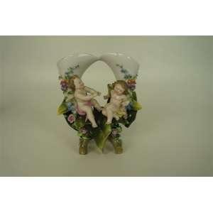 Grupo escultórico de porcelana - Floreiro - Alemanha - Meissen - Séc XIX 20 cm de alt.