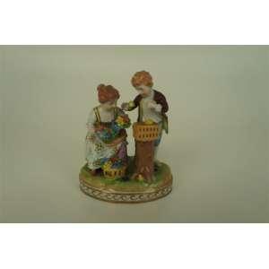 Grupo escultórico de porcelana - Alemanha - Dresden - Séc XX - 12,5 cm de alt.