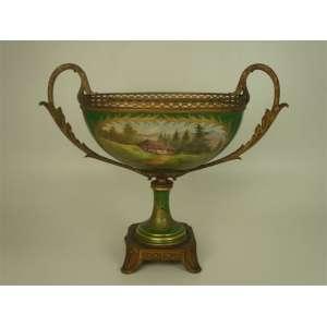 Grande centro de mesa em porcelana Sévres verde Napoleonico, França - Séc XIX - 45 x 55 cm.