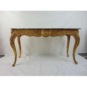 Aparador de madeira lavrada e dourada encimado por tampo de mármore - 89 cm de alt, 160 de comp e 54 de larg.
