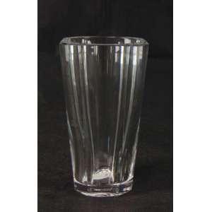 Vaso em cristal Baccarat - Marcas na base. França, 1960. 15 cm de alt.